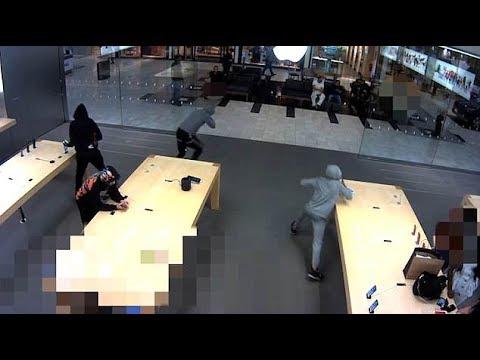 """بالفيديو… سرقة هواتف """"آيفون"""" بقيمة 19 ألف دولار"""