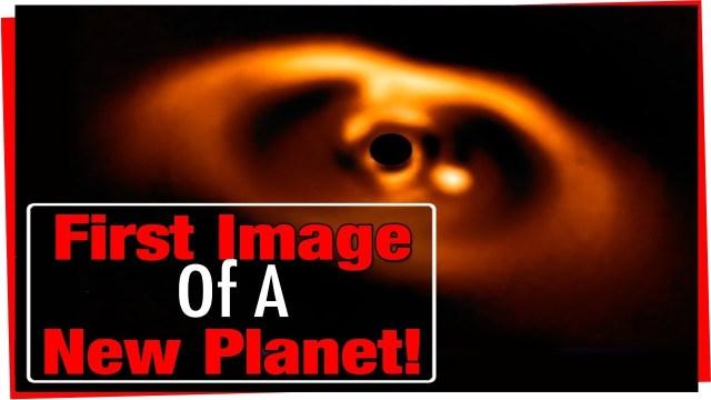 علماء يلتقطون أول صورة لميلاد كوكب جديد