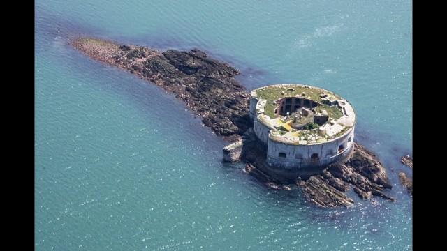 بالفيديو.. قلعة بحرية للبيع بمبلغ أقل من سعر شقة!