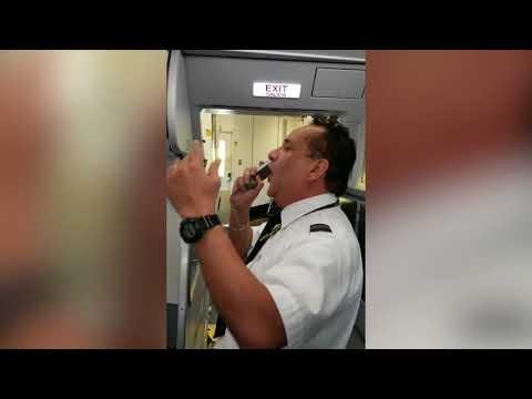 بالفيديو.. طيار يحتفل بأول رحلة له بطريقة كوميدية