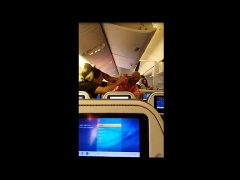 عراك عنيف بين مسافرين على متن طائرة ركاب يابانية