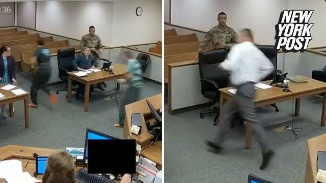 نجح في الإمساك بأحدهما .. قاض يخلع رداءه ويطارد متهمين فرا من أمامه داخل قاعة المحكمة