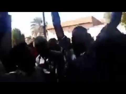 لحظة استقبال الطالب عاصم عمر بمنزله وسط هتافات الأهل والشباب السودانيين