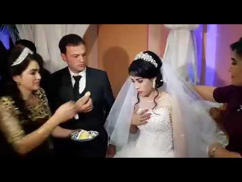 رد فعل مروع لعروس تمازح زوجها