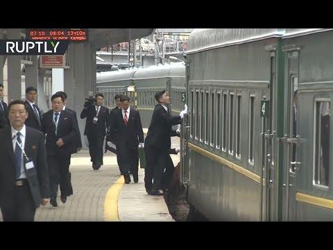 ردة فعل حراس كيم لحظة وصول قطاره المصفح إلى فلاديفوستوك !