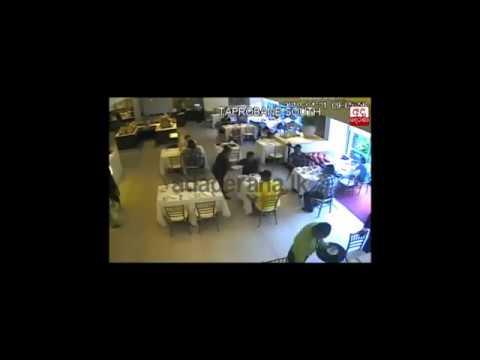 شاهد .. لحظة تفجير انتحاري سريلانكا نفسه بجوار ملاحي الخطوط السعودية