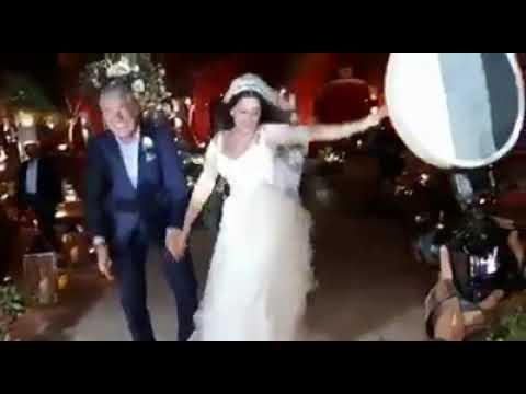 """ابنة الفنان المصري """"مصطفى فهمي"""" ترقص من الفرحة في حفل زفافها!"""