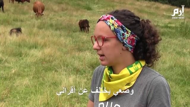 فتاة تتمرد على حياتها وتتفرغ لتربية الحمير