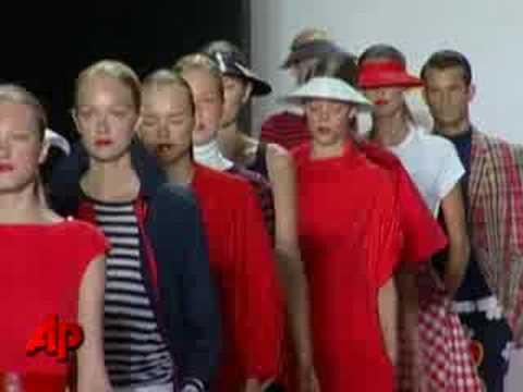 Ο Μάικλ Κορς Σκοράρει στην Εβδομάδα Μόδας στη Νέα Υόρκη – Michael Kors Scores at New York Fashion Week
