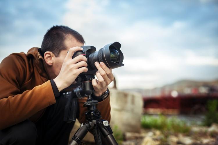 एक फोटोग्राफर कैसे बनें