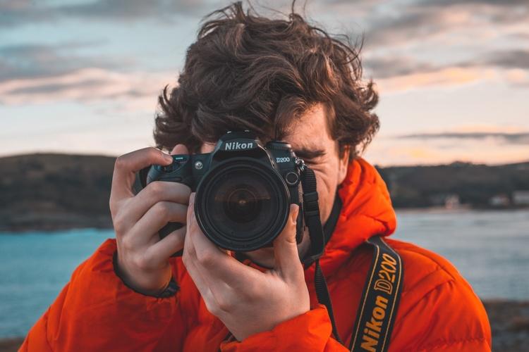 स्क्रैच से एक फोटोग्राफर कैसे बनें