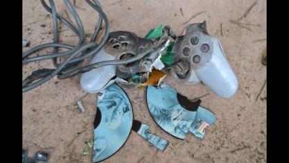 Destruction de manette PlayStation