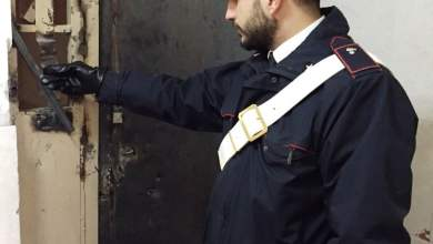 Photo of Napoli – Blitz dei Carabinieri nelle piazze di spaccio condominiali, arrestate 2 persone