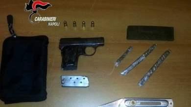 Photo of Mariglianella – Cerca di liberarsi di una pistola alla vista dei carabinieri