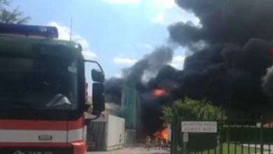 Photo of Avellino – Fabbrica di batterie in fiamme: si contano i danni