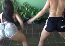 Primas rabudas dançando funk disputando quem é a mais gostosa