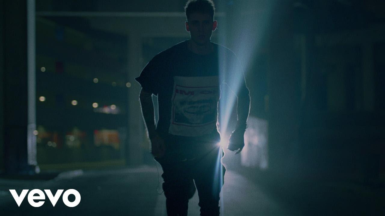 Machine Gun Kelly – At My Best ft. Hailee Steinfeld – Music Video