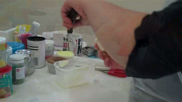 How to Ice a cupcake using pallette knife