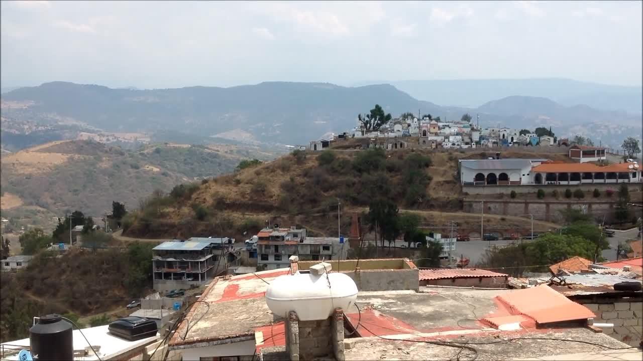 Vista hacia el panteón de Zacualpan