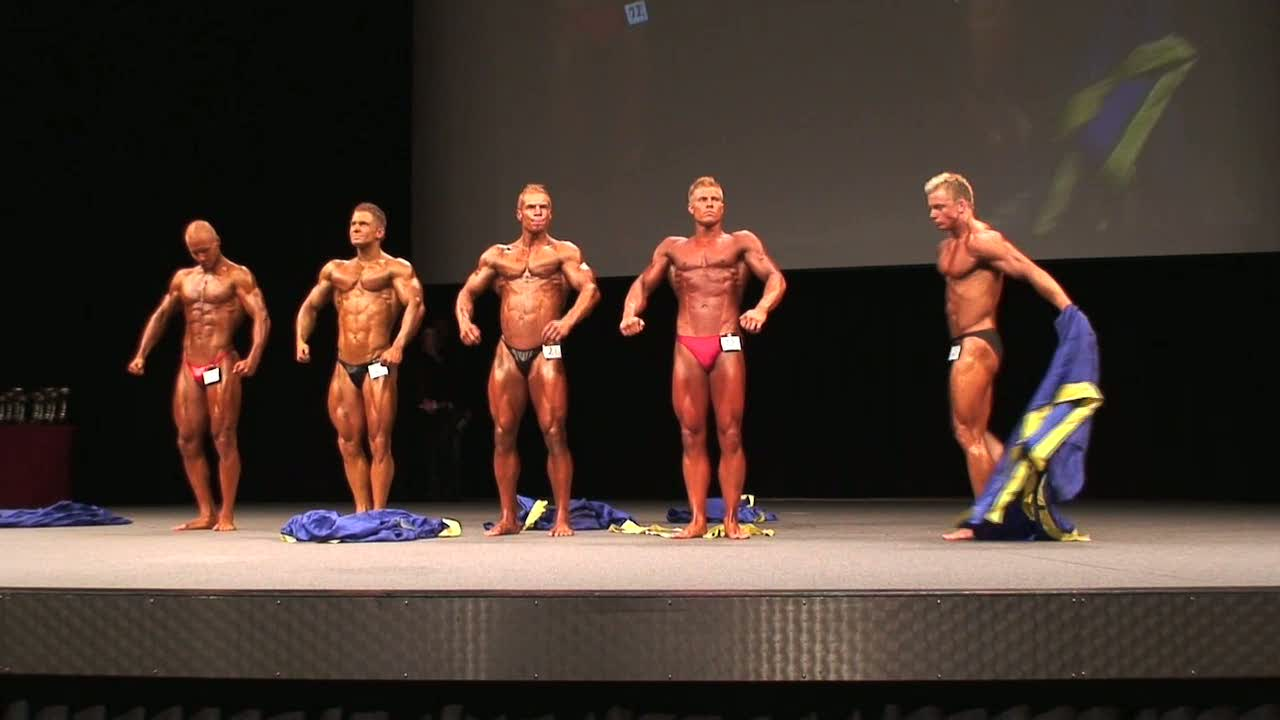 The amateur competitors marching in and disrobing for Luciapokalen Bodybuilding!