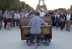 Featured Vid #253 – Amazing Street Pianist at the Eiffel Tower
