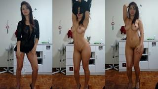 Boazuda peituda fazendo striptease