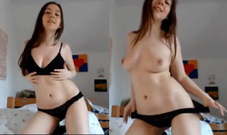 Strip novinha ficando pelada na webcam