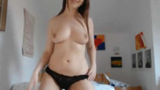 Novinha mostrando a calcinha na webcam