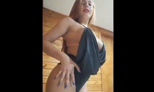Ruiva rabuda gravou vídeo mostrando seu corpinho