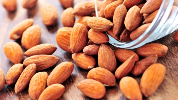 Here's How Many Almonds You Should Eat For A Healthy Heart: Know All About It
