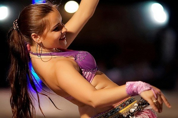 Best Arabian Belly Dance and  Safaris in Dubai UAE