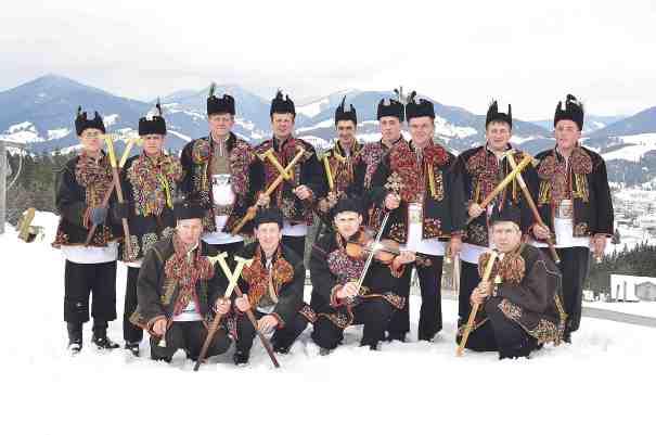 Hutsul carol singers from Verkhovyna town (photo by Yevheniy Hapych)