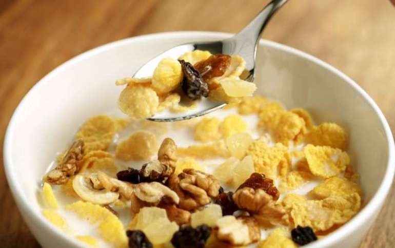 Nutritious breakfast cereal with fruit and nuts