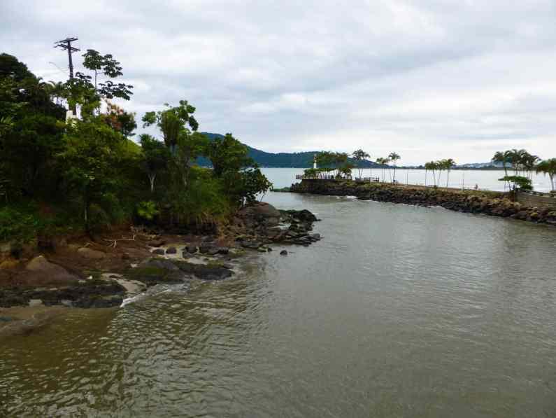 Plage Ubatuba-Brésil
