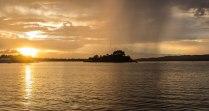 Sonnenuntergang und Regen in Flores Guatemala