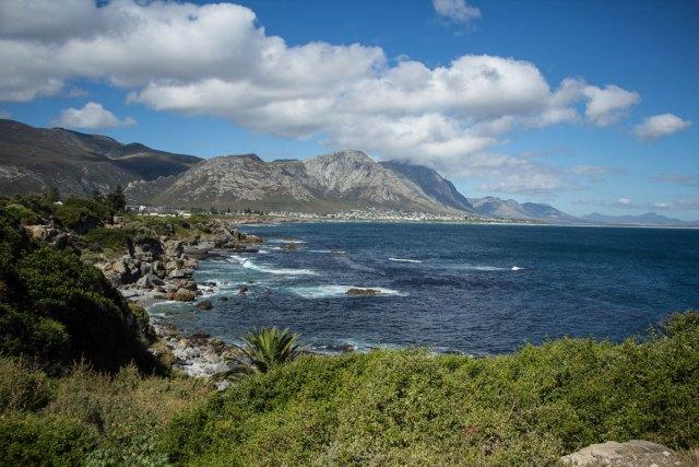 cliff-path-in-hermanus-ocean