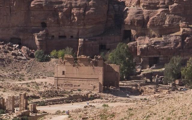 Qasr al-Bint - das einzige gemauerte Gebäude Petras