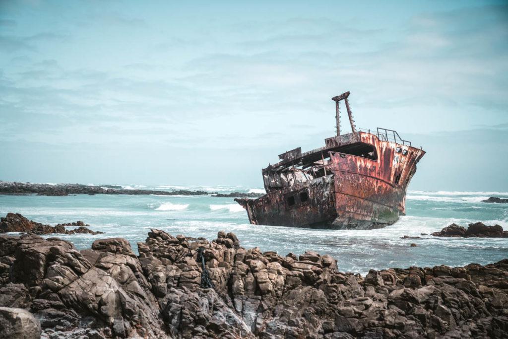 """Shipwreck Meisho Maru 38 Cape Agulhas """"class ="""" lazy lazy-hidden wp-image-37797 """"srcset ="""" https://viel-unterwegs.de/wp-content/uploads/2018/04/cape-agulhas-schiffswrack-1024x683 .jpg 1024w, https://viel-unterwegs.de/wp-content/uploads/2018/04/cape-agulhas-schiffswrack-500x333.jpg 500w, https://viel-unterwegs.de/wp-content/uploads /2018/04/cape-agulhas-schiffswrack-768x512.jpg 768w, https://viel-unterwegs.de/wp-content/uploads/2018/04/cape-agulhas-schiffswrack.jpg 1200w """"data-lui-formaten = """"(max. breedte: 1024px) 100vw, 1024px"""