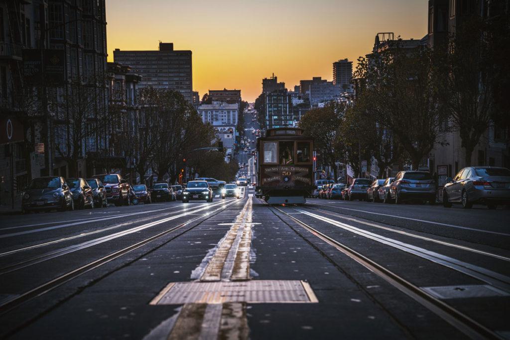 """california-street-cable-car """"class ="""" lazy lazy-hidden wp-image-40378 """"srcset ="""" https://viel-unterwegs.de/wp-content/uploads/2018/10/california-street-cable- car-1024x683.jpg 1024w, https://viel-unterwegs.de/wp-content/uploads/2018/10/california-street-cable-car-500x333.jpg 500w, https://viel-unterwegs.de/ wp-content / uploads / 2018/10 / california-street-cable-car-768x512.jpg 768w, https://viel-unterwegs.de/wp-content/uploads/2018/10/california-street-cable-car .jpg 1200w """"data-lui-maten ="""" (max-breedte: 1024px) 100vw, 1024px """"title ="""" San Francisco in 3 dagen: je moet deze 21 bezienswaardigheden bezoeken! (+ Kaart) 37"""