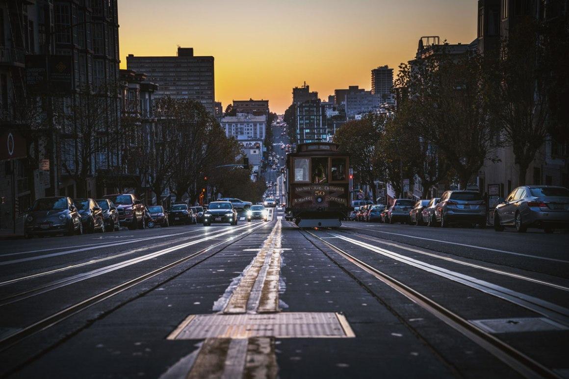 "california-street-cable-car ""width ="" 1200 ""height ="" 800 ""srcset ="" https://i1.wp.com/viel-unterwegs.de/wp-content/uploads/2018/10/california-street-cable-car.jpg?w=1160&ssl=1 1200w, https://viel-unterwegs.de/wp-content/uploads/2018/10/california-street-cable-car-500x333.jpg 500w, https://viel-unterwegs.de/wp-content/uploads /2018/10/california-street-cable-car-768x512.jpg 768w, https://viel-unterwegs.de/wp-content/uploads/2018/10/california-street-cable-car-1024x683.jpg 1024w ""data-lazy-sizes ="" (max-breedte: 1200px) 100 vw, 1200px ""/></p data-recalc-dims="