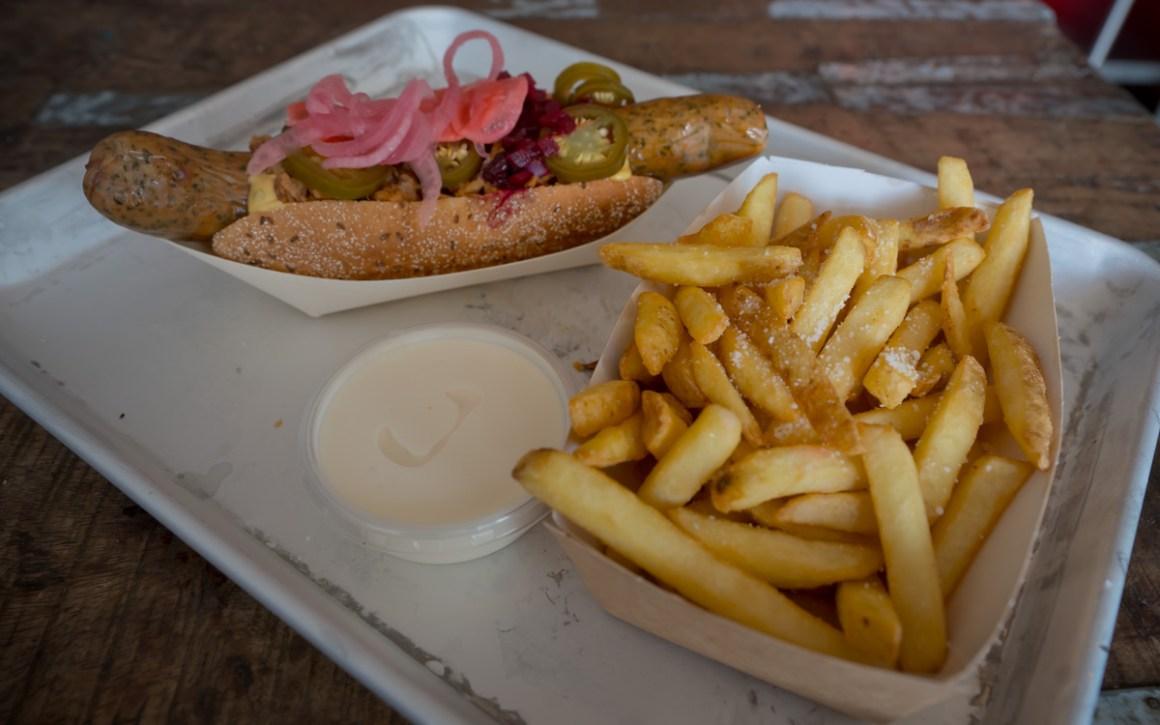 kopenhagen-food-guide-johns-hotdog-deli-eten