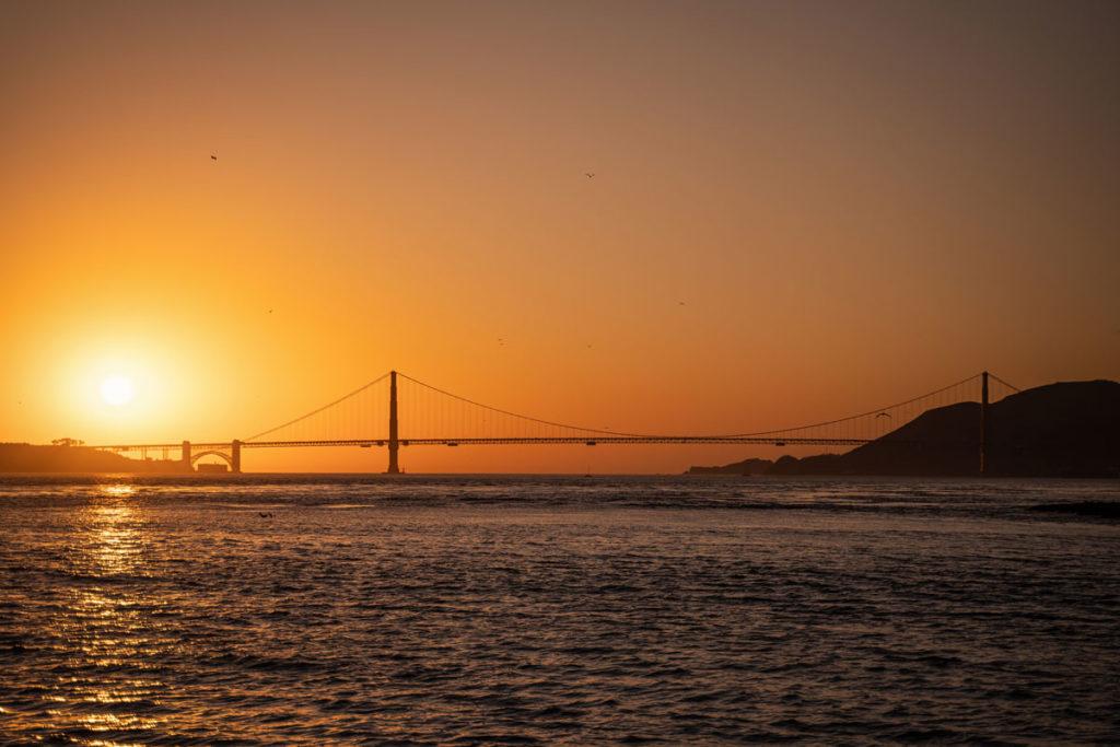 "Sunset Golden Gate Bridge op de terugweg van Alcatraz ""class ="" lazy lazy-hidden wp-image-43387 ""srcset ="" https://viel-unterwegs.de/wp-content/uploads/2020/03/golden-gate- bridge-viewpoint-alcatraz-faehre-1024x683.jpg 1024w, https://viel-unterwegs.de/wp-content/uploads/2020/03/golden-gate-bridge-aussichtpunk-alcatraz-faehre-500x333.jpg 500w, https://viel-unterwegs.de/wp-content/uploads/2020/03/golden-gate-bridge-aussichtpunk-alcatraz-faehre-768x512.jpg 768w, https://viel-unterwegs.de/wp-content /uploads/2020/03/golden-gate-bridge-aussichtpunk-alcatraz-faehre.jpg 1200w ""data-lui-size ="" (max. breedte: 1024px) 100vw, 1024px"