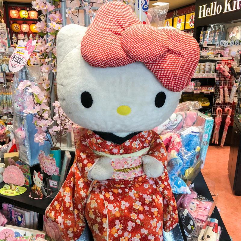 """typical-japanese-hello-kitty """"class ="""" lui lui-verborgen wp-image-43181 """"srcset ="""" https://viel-unterwegs.de/wp-content/uploads/2020/03/typisch-japanisch-hello- kitty-800x800.jpg 800w, https://viel-unterwegs.de/wp-content/uploads/2020/03/typisch-japanisch-hello-kitty-500x500.jpg 500w, https://viel-unterwegs.de/ wp-content / uploads / 2020/03 / typisch-japans-hello-kitty-300x300.jpg 300w, https://viel-unterwegs.de/wp-content/uploads/2020/03/typisch-japanisch-hello-kitty -768x768.jpg 768w, https://viel-unterwegs.de/wp-content/uploads/2020/03/typisch-japanisch-hello-kitty-150x150.jpg 150w, https://viel-unterwegs.de/wp -content / uploads / 2020/03 / typisch-japans-hello-kitty-120x120.jpg 120w, https://viel-unterwegs.de/wp-content/uploads/2020/03/typisch-japanisch-hello-kitty. jpg 1200w """"data-lazy-sizes ="""" (max-breedte: 800px) 100vw, 800px"""