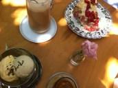 Dandin: Tahini-Eis und Erdbeerkuchen
