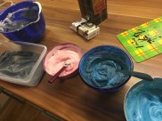 Eismasse teilen und verschieden einfärben ...
