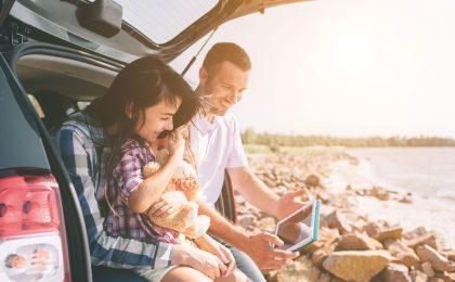Vor der großen Fahrt in den Urlaub sollte man das Auto gründlich durchchecken lassen - dann steht dem Ferienglück nichts mehr im Weg.