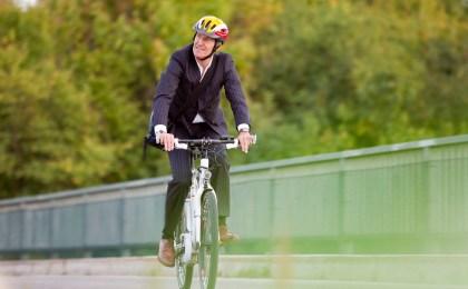 E-Bikes werden längst nicht mehr nur von Senioren, sondern beispielsweise auch für den Weg zur Arbeit genutzt.