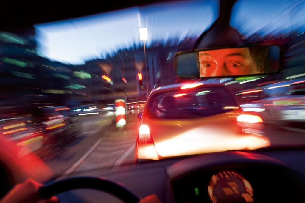 Eine Sekunde Ablenkung kann schon zu viel sein. Automatische Notbremssysteme, die schneller reagieren als der Mensch, können in diesem Fall helfen, viele Unfälle zu verhindern.