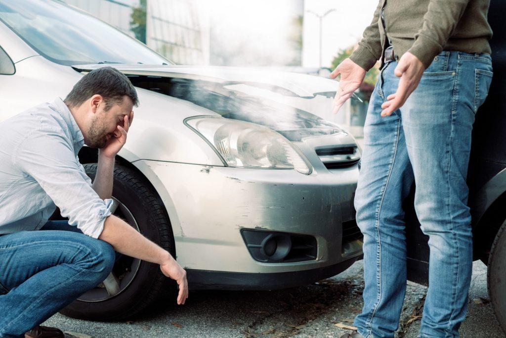 Auch nach kleinen Karambolagen müssen sich Schädiger und Geschädigter mit der oft mühsamen Unfallabwicklung befassen - direkt nach dem Crash