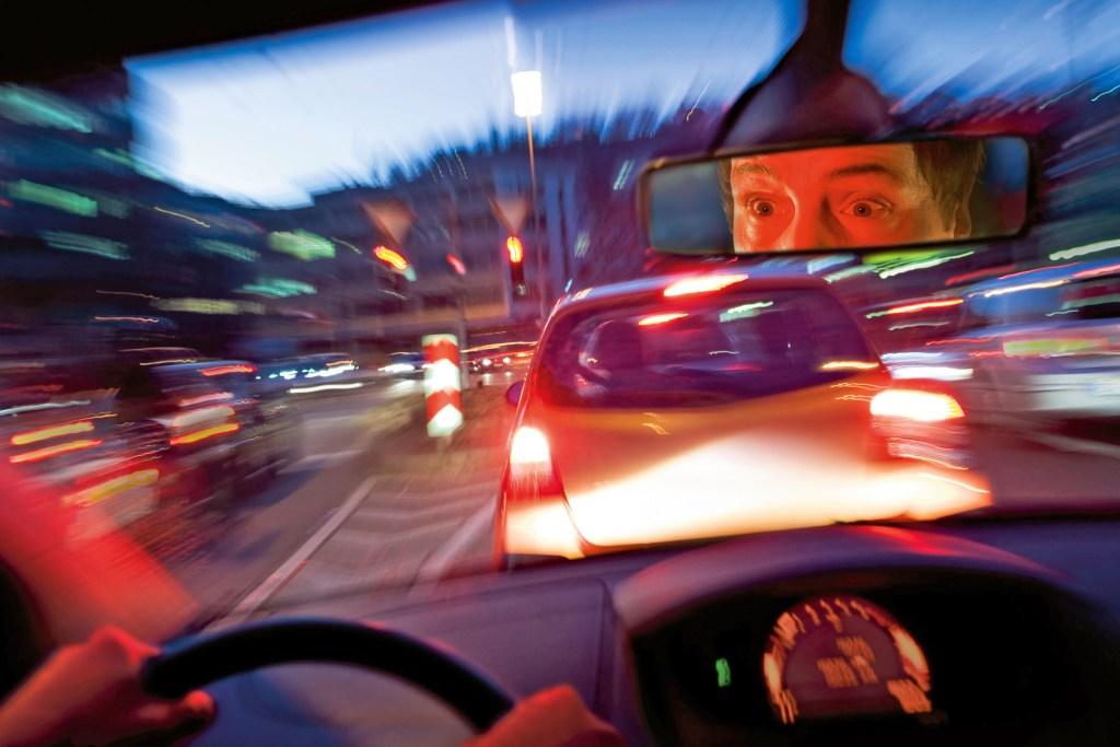 Schrecksekunde am Steuer: Bei einem abrupten Bremsen können Räder blockieren, das Auto wird unbeherrschbar. Das Antiblockiersystem verhindert dies wirksam.